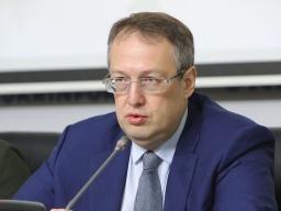 Геращенко: украинцев на карантине проверят с помощью мобильных операторов