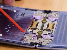 Появились подробности о новом смартфоне Galaxy Z Flip (ФОТО, ВИДЕО)