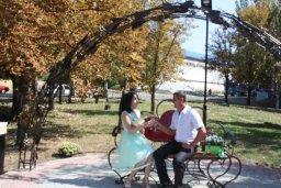 В Константиновке открылась арка для влюбленных – подарок депутата облсовета