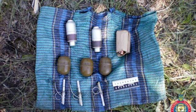 В Константиновке обнаружен схрон с оружием (ФОТО)