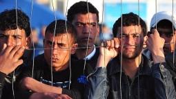 Парламент Венгрии разрешил применять против мигрантов сети, слезоточивый газ и резиновые пули