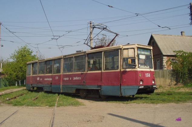 Вагон 158 на 4-м маршруте на том же перекрестке. Фото: Наталья Хрипаченко, 4.5.2004.