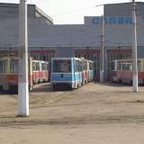 Вид через задние ворота депо: в центре вагон 139, слева 167... Фото: Наталья Хрипаченко, 4.5.2004.