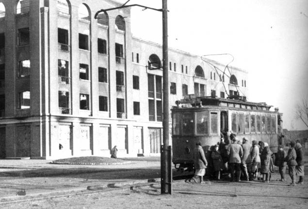 Трамвай по ул. Ленина в Константиновке