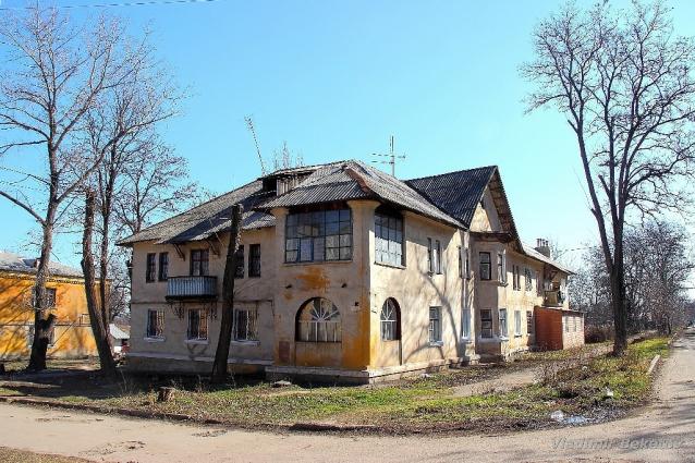 Дом на углу улицы Суворова и Школьная