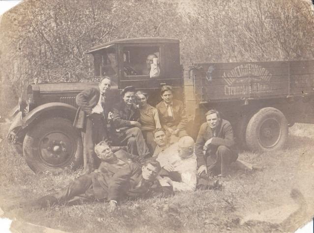 Старое фото: Рабочие Константиновского стекольного завода