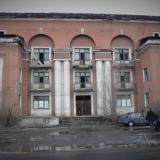 Общежитие стекольного завода:  Сейчас здание находится в аварийном состоянии и ожидат сноса