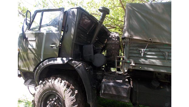 В Константиновке дерево нанесло травмы украинскому военному