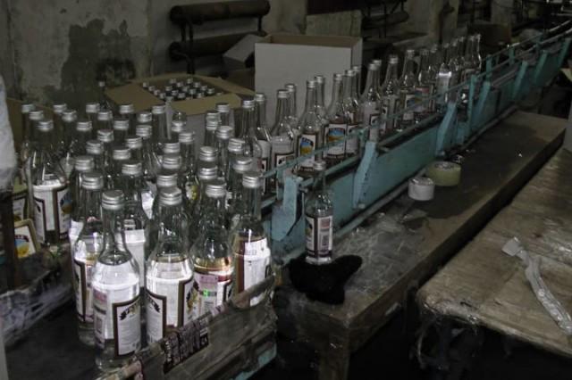 Налоговая милиция Донетчины ликвидировала подпольный цех по изготовления суррогатного алкоголя