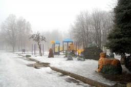 Жители Константиновки страдают из-за не посыпанных тротуаров
