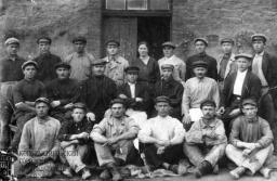 Бригада строителей I механизированной системы Фурко стекольного завода. 1925 г.