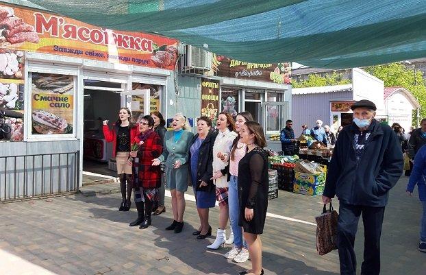 В Константиновке прошел флешмоб ко Дню Победы (ВИДЕО)