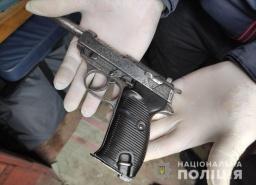 У жителя Константиновки полицейские изъяли наркотики и пистолет