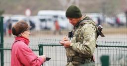 «В Еленовке машин много»: Ситуация на блокпостах Донбасса утром 4 декабря 2019 года
