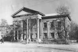 Зданике филиала Славянского химико-механического техникума