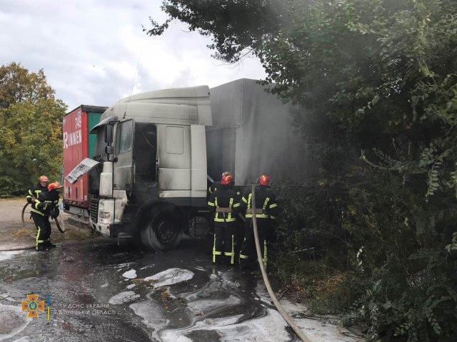 г. Константиновка: пожарные ликвидировали пожар грузового автомобиля