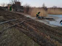 Спасатели Константиновки предотватили разрушение дамбы в с. Предтечино