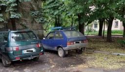 Парковку возле больницы в Константиновке используют не по назначению