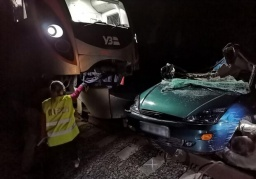 Поезд Интерсити+ сообщением «Константиновка-Киев» протаранил автомобиль