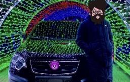 В Константиновке полиция привлекла к ответственности водителя, заехавшего на автомобиле в светодиодный тоннель на площади ДК