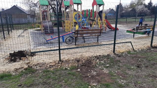 В Константиновке очередной случай вандализма: На этот раз на детской площадке