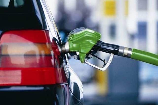 На украинских АЗС подорожал бензин