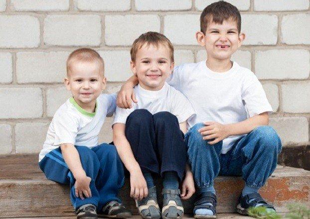 Три маленьких брата из Константиновки остались без родителей и без семьи