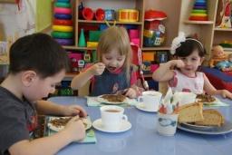 В Константиновке расторгли договоры с недобросовестным поставщиком питания в детские сады