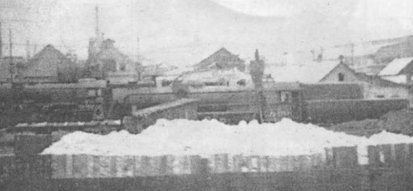 Паровоз ТЭ-3537 И ТЭ-5257 около депо, стекольный завод. Константиновка