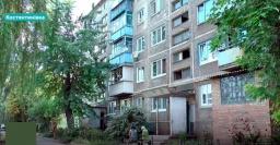 Соседи и зоозащитники жалуются на жительницу Константиновки, которая держит в квартире восемь собак