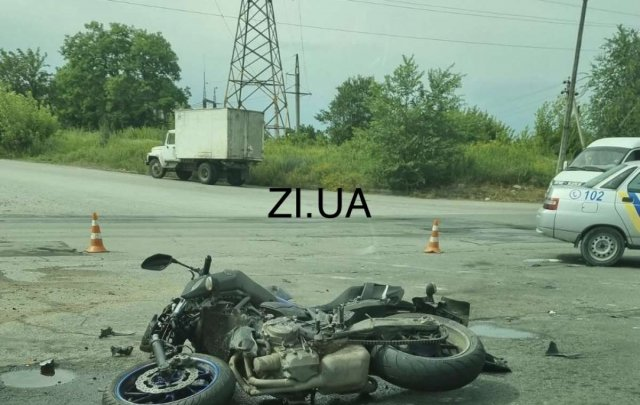 ДТП в Константиновке: Мотоцикл врезался в грузовик