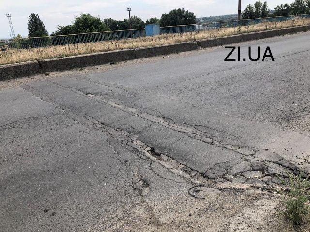 В Константиновке разрушается отремонтированный Южный путепровод: фото