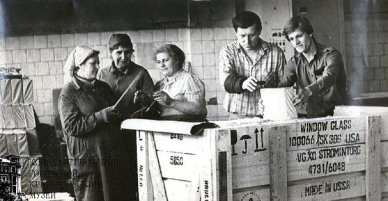 Работники экспортного отдела упаковочного цеха - 1986 г