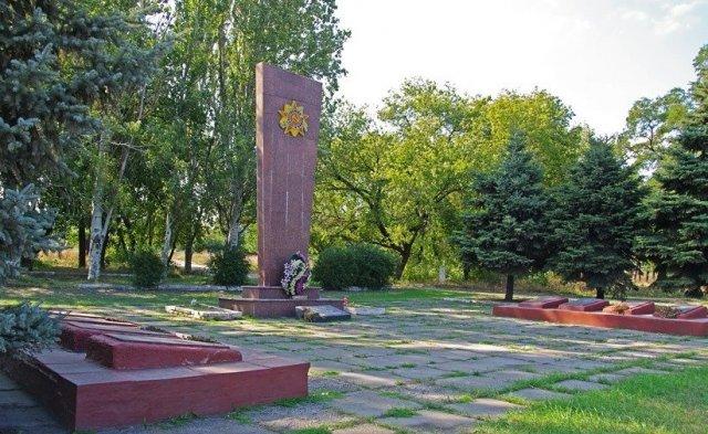 Братская могила советских воинов (Красный Октябрь)