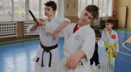 Защититься от вооруженного человека учились спортсмены в Константиновке