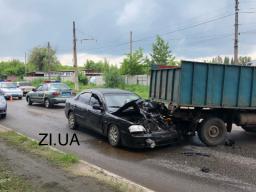 ДТП в Константиновке: Легковой автомобиль KIA врезался в грузовик УАЗ