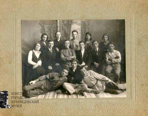 Рабочие II системы Фурко стекольного завода. 1929 г.