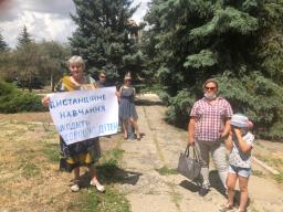 Против дистанционного обучения в школах: Жители Константиновки вышли на митинг