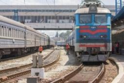 «Укрзализныця» предложила более миллиона билетов на июльские пассажирские поезда